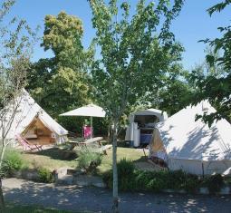 magnifique camping classée 3 étoiles avec piscine en pleine nature avec vue ex
