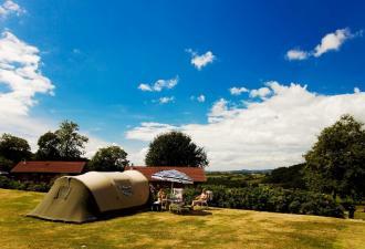 camping naturiste quatre étoiles en bourgogne  ce camping naturiste est niché dans un endroit tran