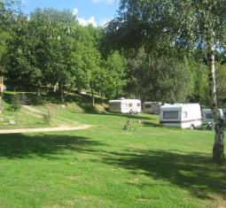 beau petit camping (fonds de commerce) dans un beau cadre naturel