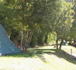 nous vous proposons ce beau camping à vendre en région du lot avec des emplace