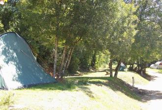 nous vous proposons ce beau camping à vendre en région du lot avec des emplacements spacieux et om