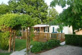 UN ENSEMBLE IMMOBILIER D'EXCEPTION comprenant: Un Camping Qualité (4 étoiles) et Une Villa prête-à-vivre (295 m²)