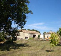 maison individuelle située sur 25ha de terrain, jusqu'au fin 2015 un camping av