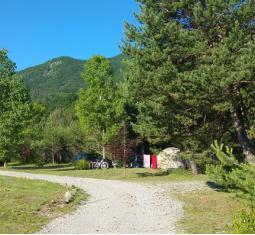 Camping Alpes du Sud limite Provence (PB 4495)
