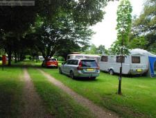 camping en bourgognece camping est situé sur un terrain de près de 4 hectares au bord d'une riviè