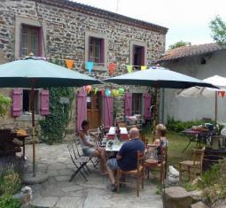 - sous compromis - maison en pierre dans un hameau avec terrain de camping de 6