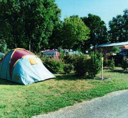 TP4742-1   -  CAMPING A DYNAMISER - SOMME