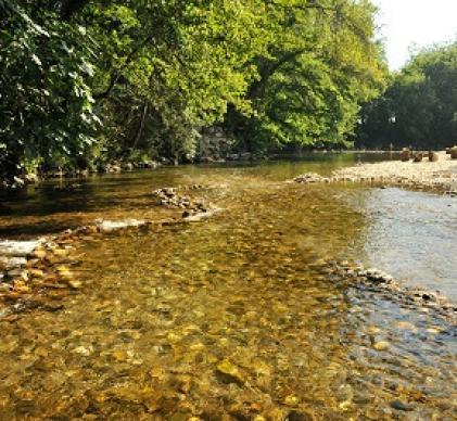 Camping 4 étoiles bord de rivière
