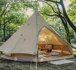 maison avec camping de 6 emplacements dans la forêt en cours douverture