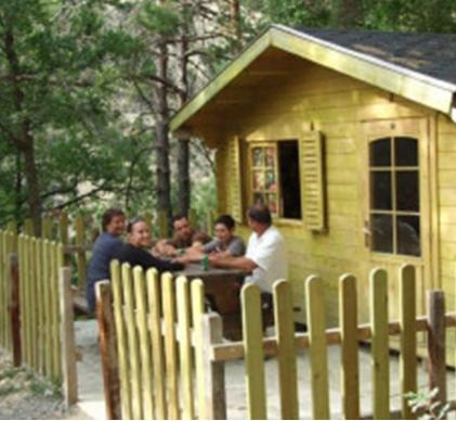 Terrain de 5 000 m² pour hébergements touristiques de plein air proche de Dign