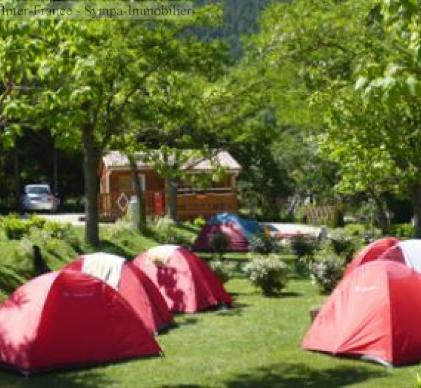 vente d'un magnifique petit camping familial dans le pays cathare dans un villag
