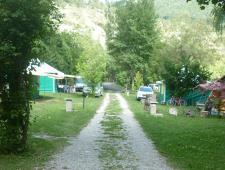 Beau petit camping 3 étoiles dans les Alpes du Sud