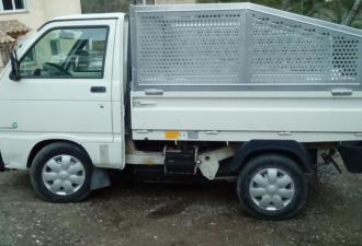 petit camion  electrique  et benne