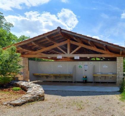 Camping 5* vend bloc sanitaire complet (Fabalu~Sanitec
