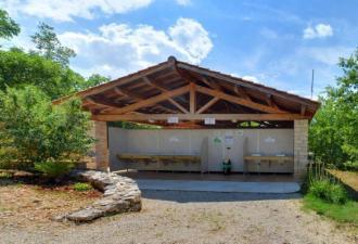 Camping 5* vend bloc sanitaire complet (Fabalu~Sanitec)